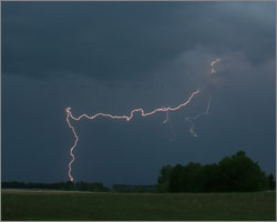First lightning display of 2008 west of Innisfail,AB - June1,2008