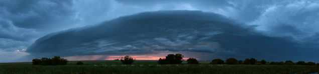 Gust front moving in - Aug 21, 2009