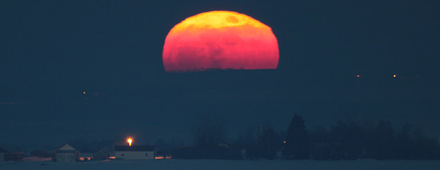Full snow moon rises over Horn hill south of Red Deer,AB - Feb.28, 2010