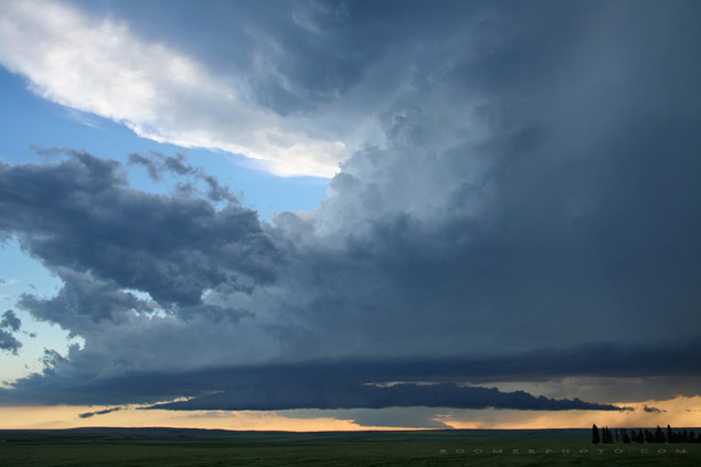 Supercell east of Olds, aB - July 29, 2005