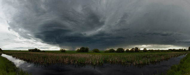 Thunderstorm west of Innisfail,AB - June 17, 2012
