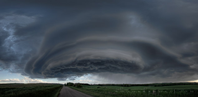 Thunderstorm southeast of Red Deer, AB - June 12, 2013